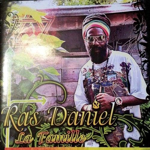 Play & Download La famille by Ras Daniel | Napster