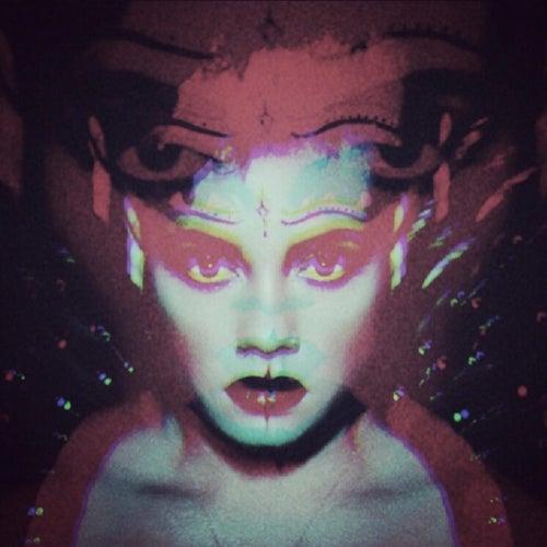 White Noise de Sophia Urista