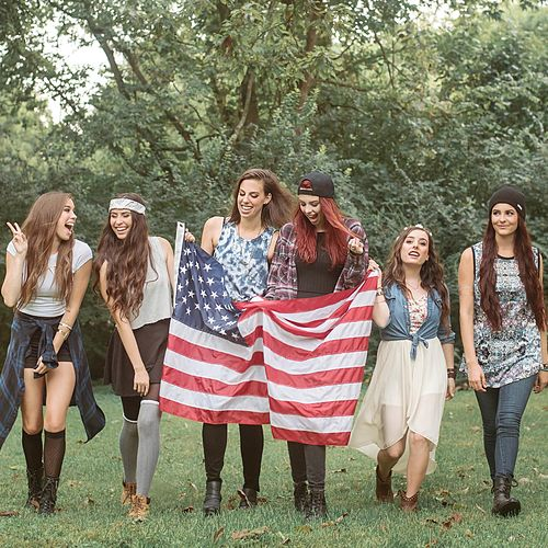 Bad and Bougee de Cimorelli