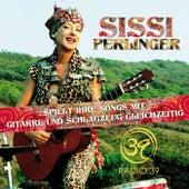 Sissi Perlinger spielt ihre Songs mit Gitarre und Schlagzeug gleichzeitig von Sissi Perlinger