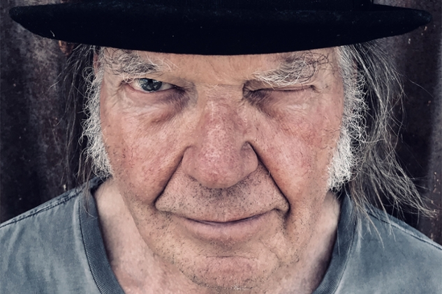 how to play old man by neil young