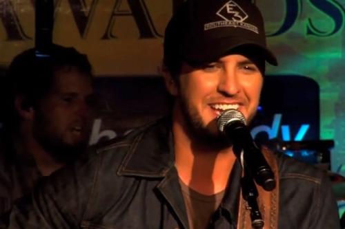 "Luke Bryan, ""Rain Is a Good Thing"": Napster Originals (live)"