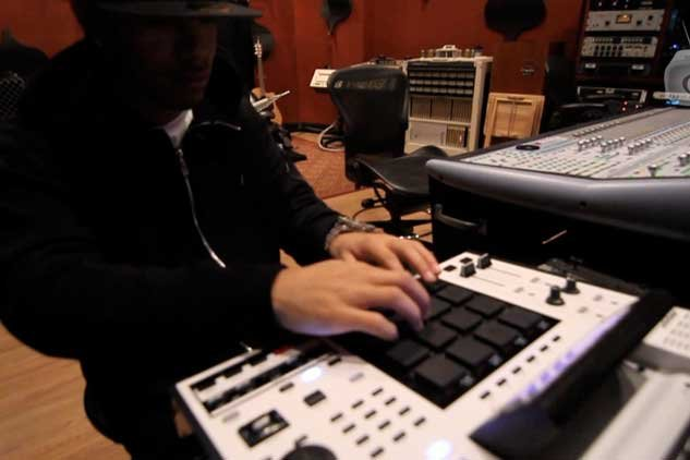 Producers Corner Special: AraabMUZIK Freestyles Some Beats