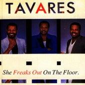 She Freaks Out on The Floor de Tavares