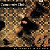 Bailando en el Muladar de Cementerio Club