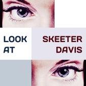 Look at de Skeeter Davis