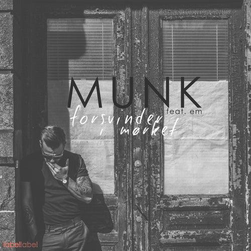 Forsvinder i mørket by Munk
