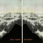 Between de Jack Jones