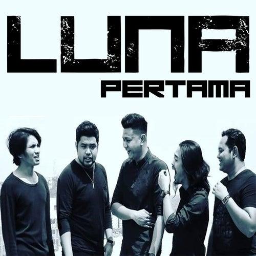 Pertama by Luna