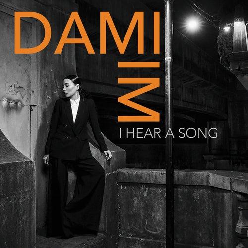 I Hear a Song de Dami Im