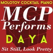 MCP Performs Daya: Sit Still, Look Pretty von Molotov Cocktail Piano