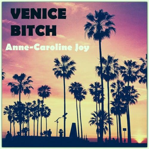 Venice Bitch van Anne-Caroline Joy