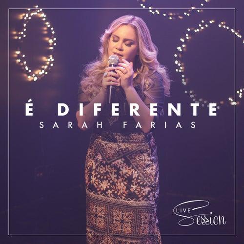 É Diferente (Live Session) de Sarah Farias