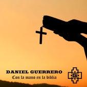 Con la Mano en la Biblia de Daniel Guerrero