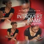 Introvert Dame von Dame