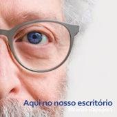 Aqui no Nosso Escritório by Ricardo Rapoport