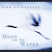 Moon on the Water de Stan Richardson