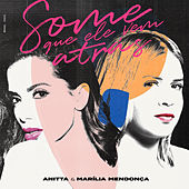 Some que ele vem atrás von Anitta & Marília Mendonça