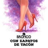 Con Zapatos de Tacón de Bronco