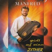 Spielt auf seiner Zither de Manfred