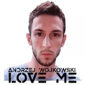 Love Me de Andrzej Wojkowski