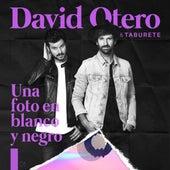 Una Foto en Blanco y Negro de David Otero