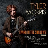 Living in the Shadows von Tyler Morris