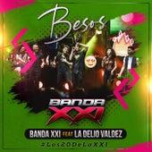 Besos (En Vivo) [feat. La Delio Valdez] de Banda XXI