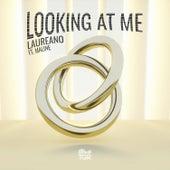 Looking at Me de Laureano