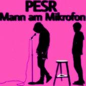 Mann am Mikrofon van Pesr