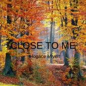 CLOSE TO ME de Hogace Mlyert