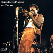 Miles Davis Blowing his Trumpet de Miles Davis