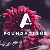 Foundations, Vol. 3 de Mkly
