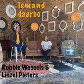 Iemand Daarbo (feat. Liezel Pieters) by Robbie Wessels