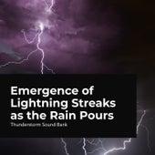 Emergence of Lightning Streaks as the Rain Pours de Thunderstorm Sound Bank