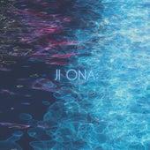 Tapes in a Swimming Pool fra Ji Ona