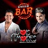 Na Porta de um Bar (Ao Vivo) de Dois Amores
