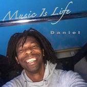 Music Is Life de Daniel