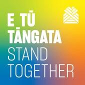 E Tū Tāngata (Stand Together) de Kath Bee