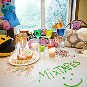 How to Throw a Successful Party by Mixtapes