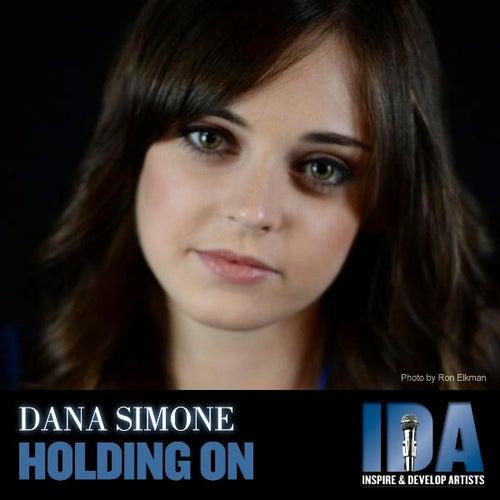 Holding On von Dana Simone