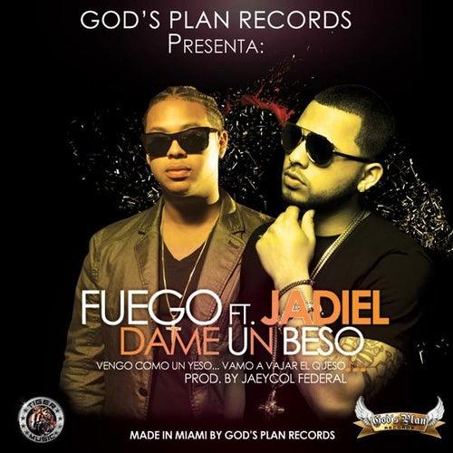 Dame Un Beso (feat. Jadiel) de Fuego