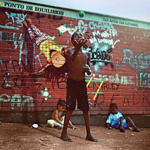 Dia Após Dia Lutando (Deluxe Version) de Ponto de Equilibrio