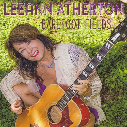Barefoot Fields de Leeann Atherton