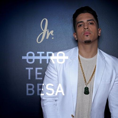 Otro Te Besa de JR.