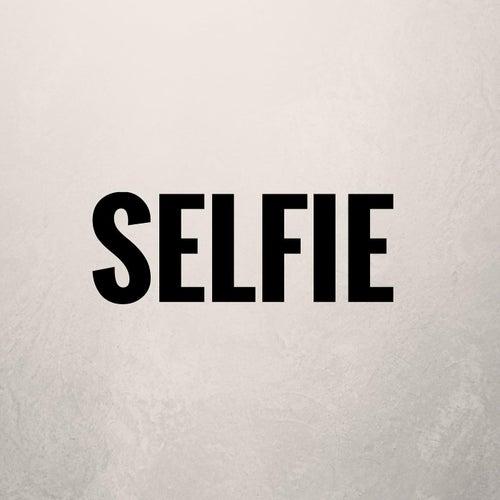 Selfie by Dru Yates