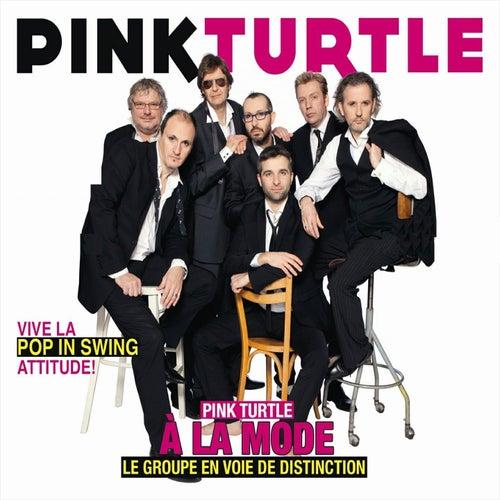 À la mode (Pop In Swing Attitude) von Pink Turtle