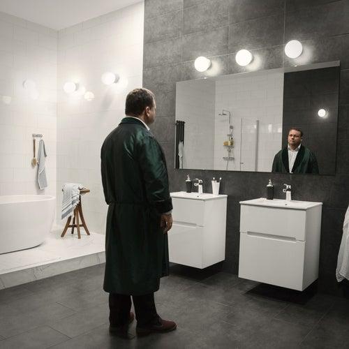La donna è mobile (Bathroom Edition) von Paul Potts