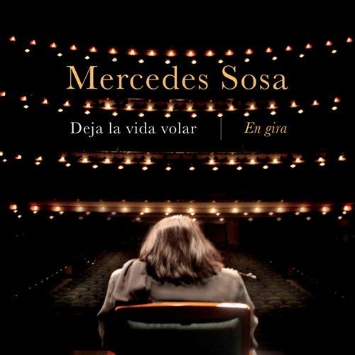 Deja la Vida Volar  -  En Gira by Mercedes Sosa