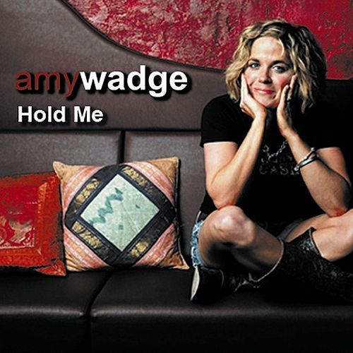 Hold Me de Amy Wadge